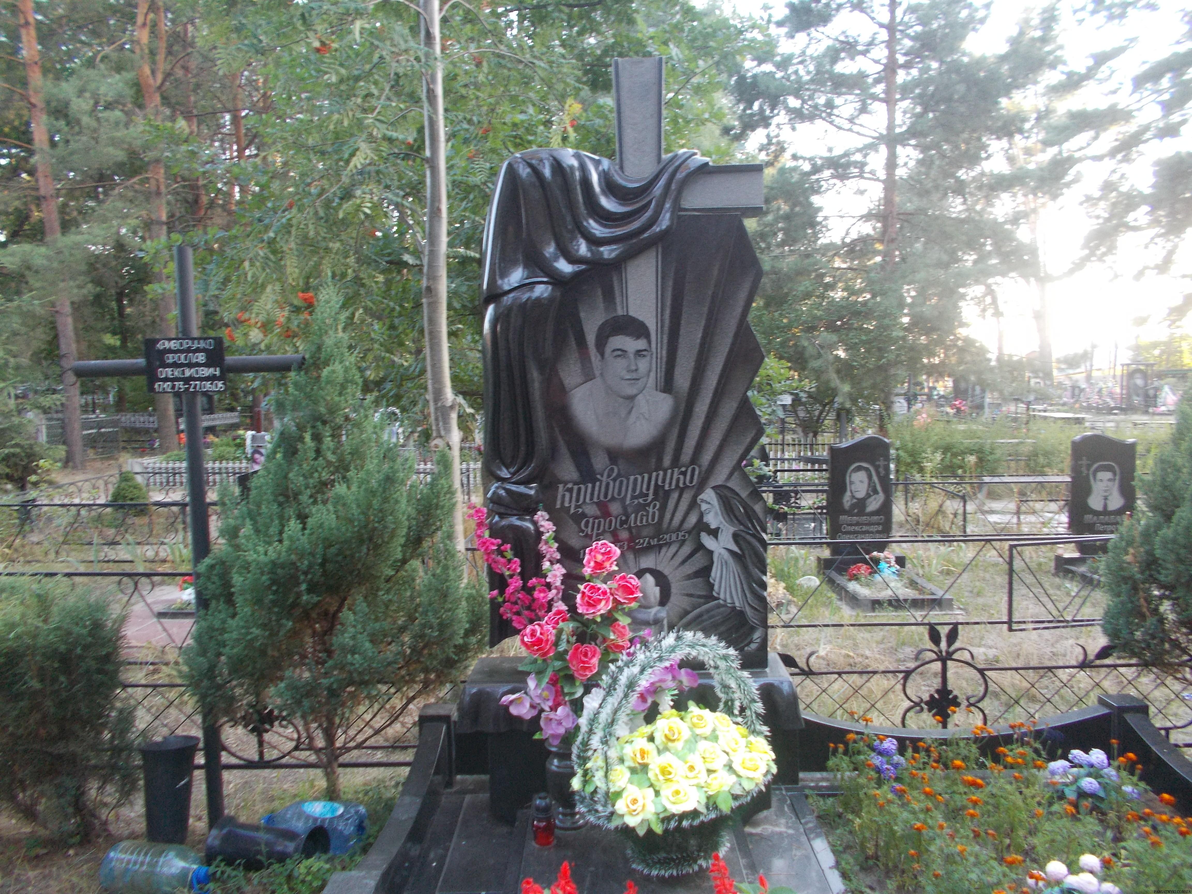 Подбор памятников Кузьминки Ваза. Токовский гранит Яранск